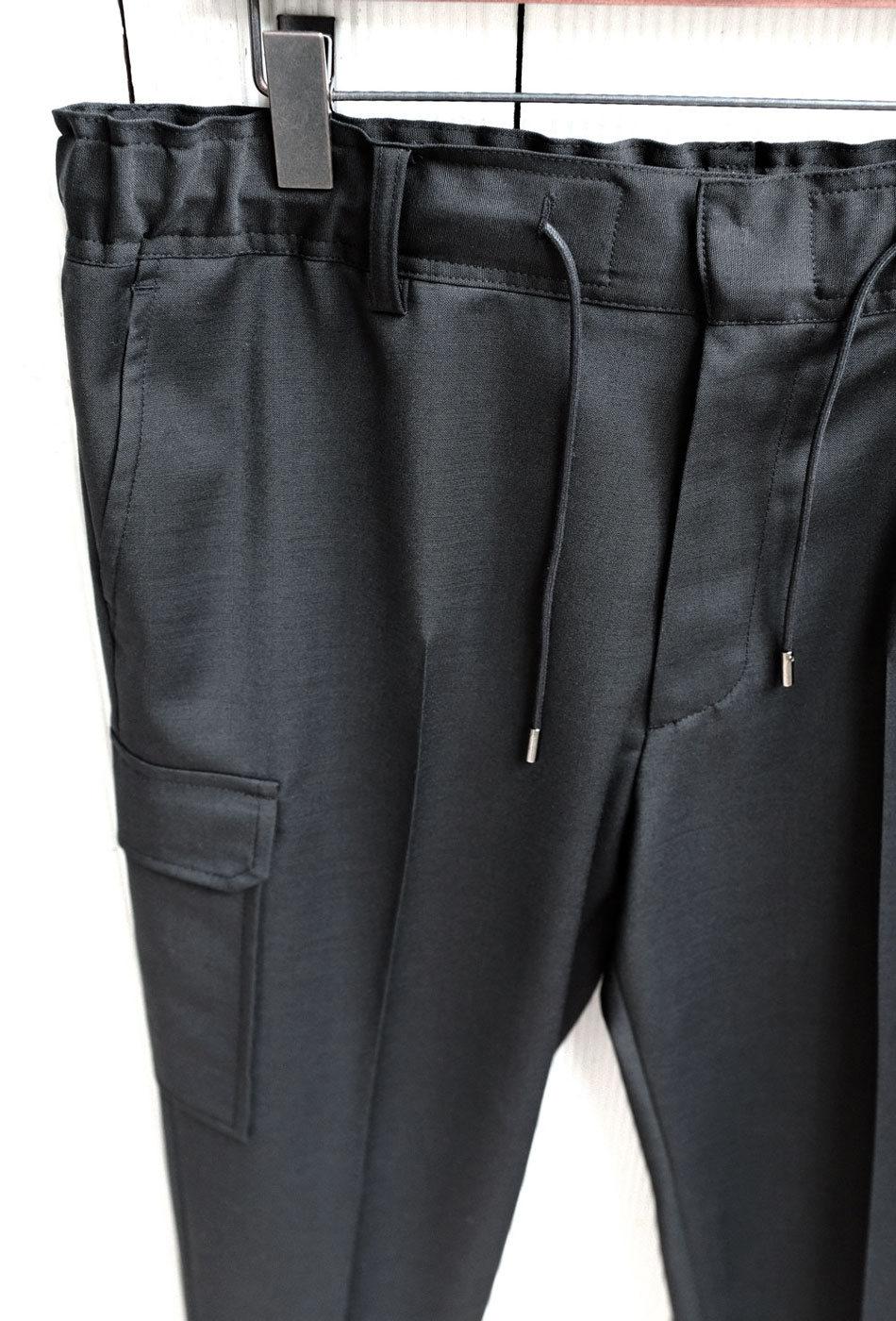 Banding Crop Cargo Trousers (Black)